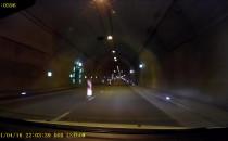 Niebezpieczne zachowanie kierowcy w tunelu
