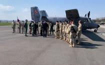 Pożegnanie żołnierzy na lotnisku w Babich...