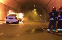 Pożar auta w tunelu - ćwiczenia strażaków