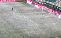 Opady śniegu w czasie meczu Lechii