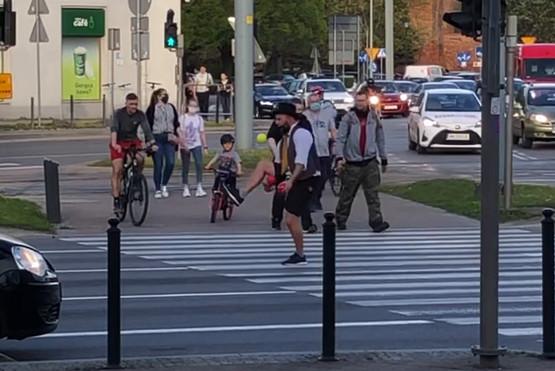 Żongler na skrzyżowaniu w Gdańsku