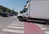 Niemal rozjechał rowerzystów, bo omijał korek