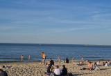 Pełna plaża w pandemii