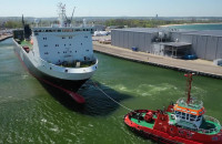 Rozładunek statku ze sprzętem wojskowym Wojsk Duńskich