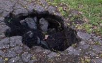Dziura w drodze rowerowej