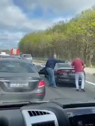 Bójka kierowców stojących w korku