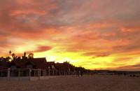 Ogniste niebo na plaży w Sopocie