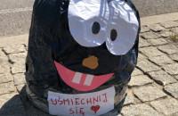 Śmieszne słupki w Gdyni. To na Dzień Dziecka