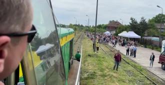 Pociąg retro wjeżdża na stację Gdańsk-Kokoszki