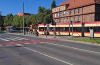 Wykolejony tramwaj na pl. Komorowskiego