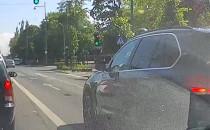 Cwaniak z BMW na skrzyzowaniu