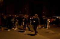 Tłum w kolejce do wejścia na Elektryków