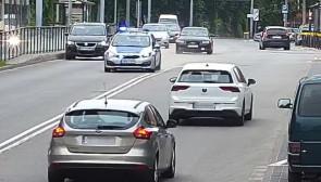 Policjanci eskortowali auto z rodzącą kobietą