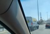 Auto się pali na estakadzie Kwiatkowskiego