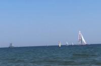 Parada żeglarska oglądana z plaży w Sopocie