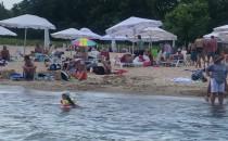 Plażowanie w najlepsze na plaży w Sopocie