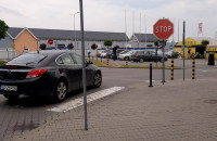 Znak STOP, na którym nikt nie staje
