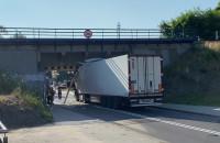 Ciężarówka pod wiaduktem na Stryjskiej