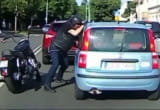 Motocyklista zaatakował kierowcę osobówki