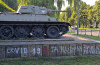 Pomalowano postument czołgu na al. Zwycięstwa we Wrzeszczu