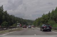 Rozbite auto na lewym pasie obwodnicy