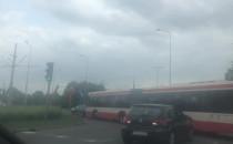 Autobus przyblokował skrzyżowanie w Brzeźnie