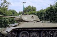 Hulajnoga zaparkowana na czołgu