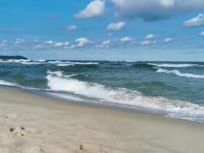 Wielkie fale nad zatoką