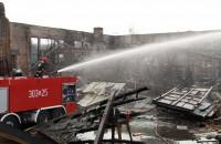 Zgliszcza po pożarze w Stoczni Gdańskiej