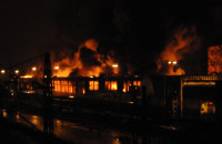 Wielki pożar hali w stoczni Sunfreef Yachts w Gdańsku