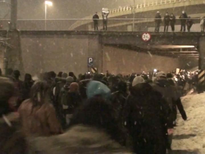 Przemarsz uczestników protestu wobec ACTA ul. Okopową wGdańsku.