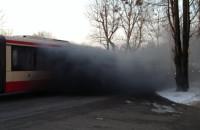 Kłęby dymu w autobusie na Żabiance