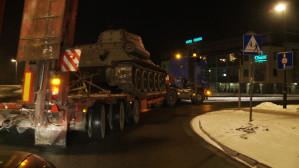 Nocny transport czołgu T-34