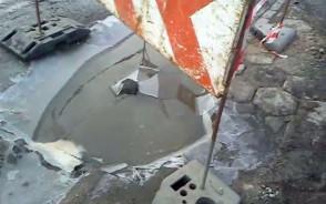 Dziura na skrzyżowaniu ulic: Równej i Sandomierskiej