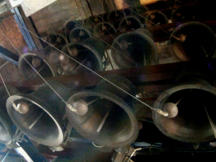 Zobacz powrót do gry carillonu św. Katarzyny, który uszkodzony został podczas pożaru świątyni w2006 r.