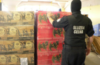 Przechwycili 25 tys. butelek nielegalnego alkoholu