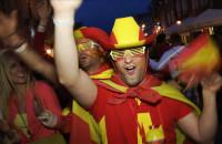 Wspólna fiesta kibiców w Gdańsku po meczu Hiszpania - Włochy