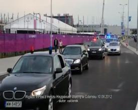 VIPy wyjeżdżają ze stadionu po meczu Hiszpania-WŁochy