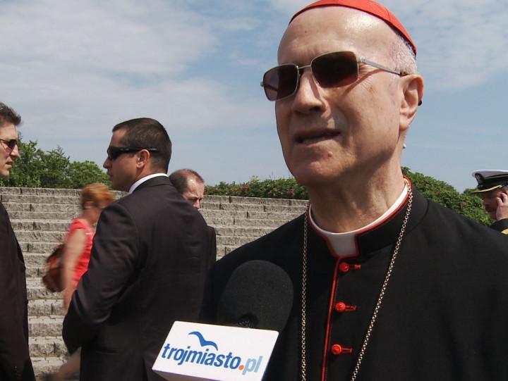 Kardynał Bertone będzie dziś trzymał kciuki za Polskę.