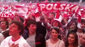Hymn Polski w strefie kibica w Gdańsku