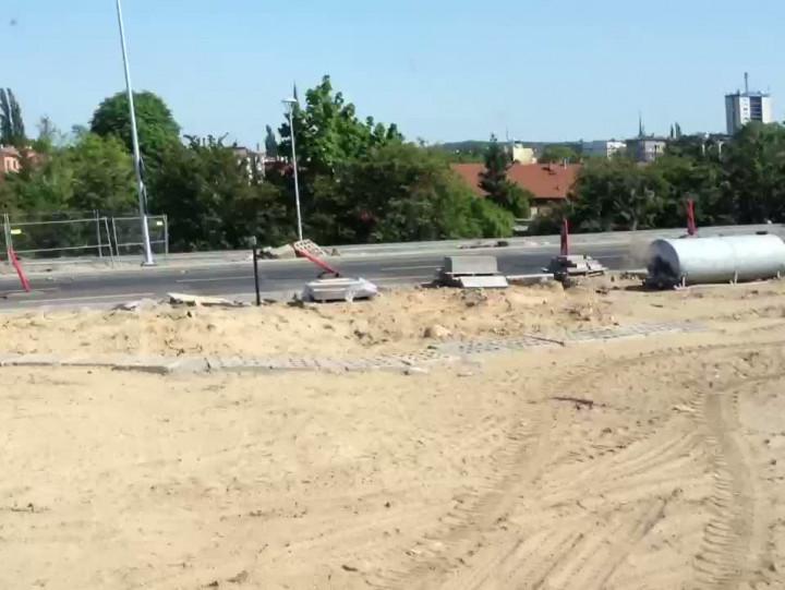 Ok. 50 maszyn budowlanych zablokowało przejazd ul. Kościuszki.