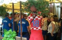 Zabawa Chorwatow  w pubie na Dlugiej