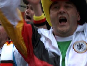 Niemcy śpiewają w ogródku piwnym