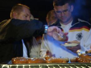 Niemcy jedzą polskie kiełbasy