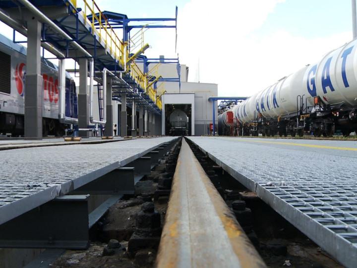Zwiedź znami najnowocześniejszą myjnię dla cystern kolejowych.
