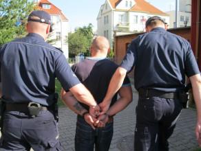 Napadli na 84-latka i okradli go na 300 tys. zł