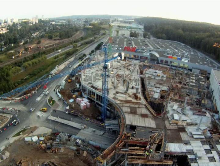 Okiem żurawia: Centrum Riviera wtrakcie budowy