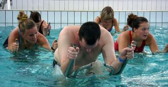 Rowerem w basenie
