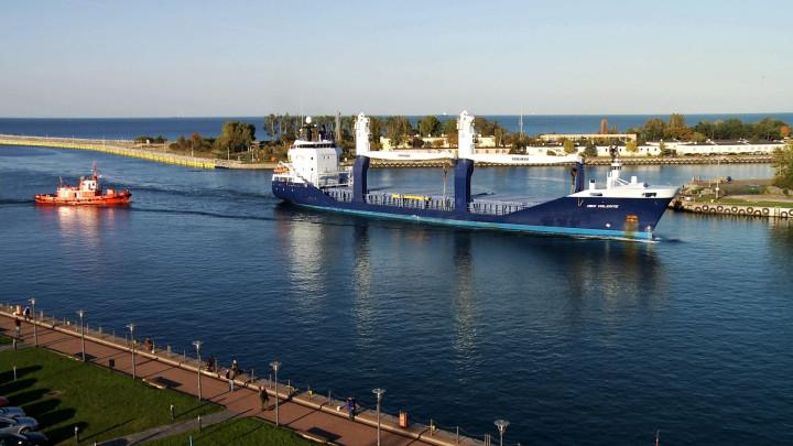Statek Deo Volente wpływa do gdańskiego portu.