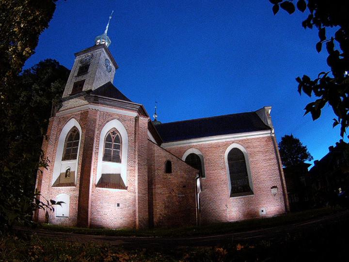Ma kryptę pod ławkami dla wiernych iunikatową ambonę do kazań na świeżym powietrzu. Zobacz kościół polskokatolicki wGdańsku.